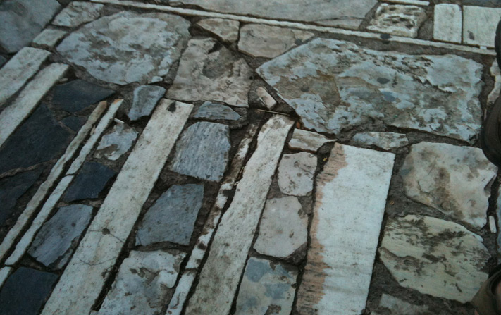 Entramado (Pavimento de la colina de Philopappos, Dimitris Pikionis, Atenas)