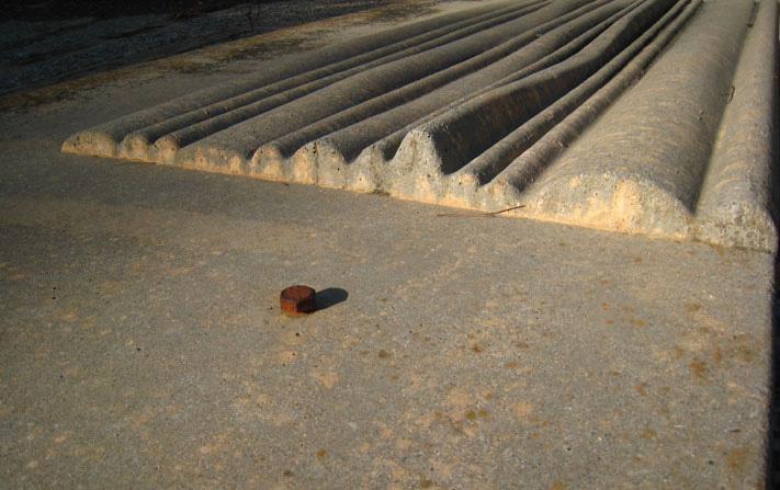 Silueta de Montserrat (Pieza prefabricada de hormigón, Cementerio de Igualada, Enric Miralles+Carme Pinós)